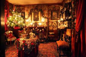 Victorian Parlor at Christmas Photo: Roelof Bakker